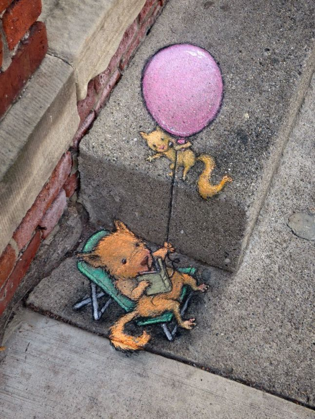 Mouse-reading-a-book-keeping-a-baloon-street-lamp-chalk-artwork-by-David-Zinn